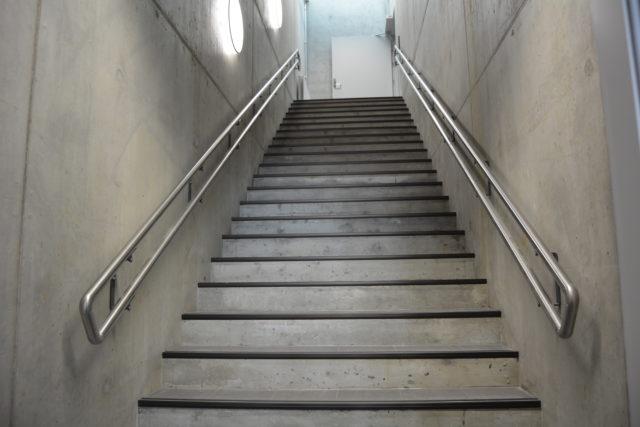 dobbel-hl-syrefast-pa-vegg-betongtrapp-1