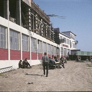 Påbygging av fabrikken i 1963.