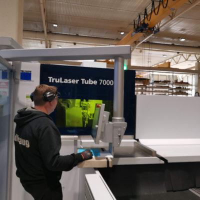 Hos Brødrene Midthaug AS er den nye Trumpf TruLaser Tube 7000 utstyrt med flytboring og gjenging samt 3D-skjærehode.